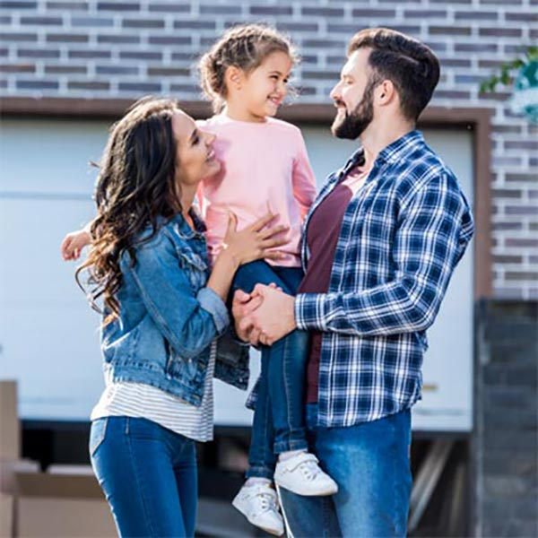 Conventional Loan image of a family